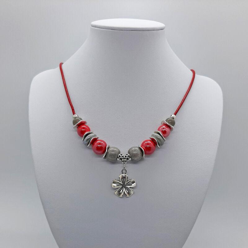 Rövid nyakláncok, amik kiemelik a szépséged: piros virágos