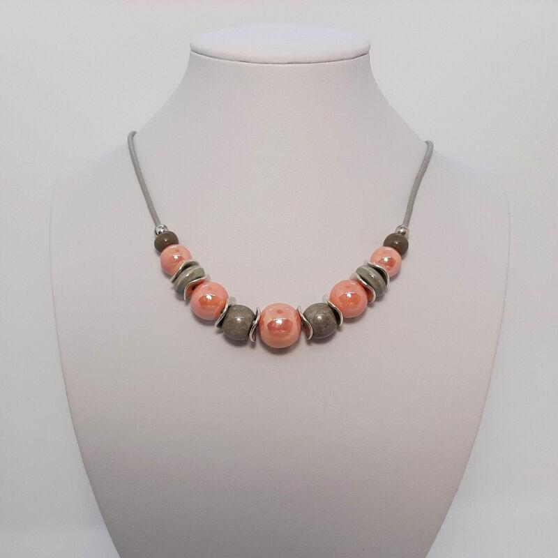 Rövid nyakláncok, amik kiemelik a szépséged: púder rózsaszín