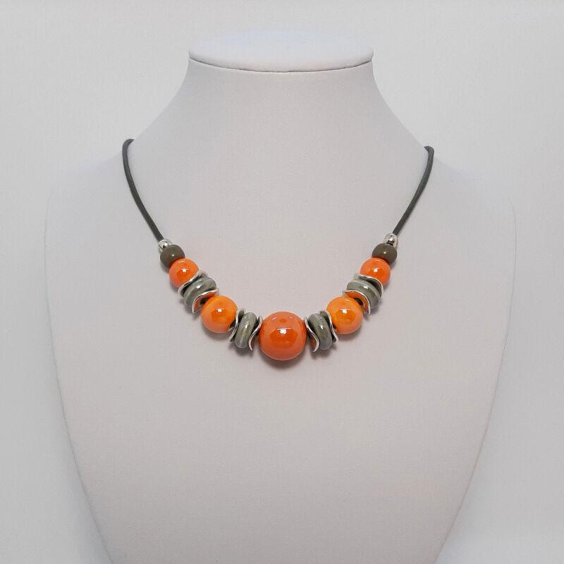 Rövid nyakláncok, amik kiemelik a szépséged: narancs
