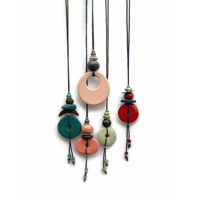 Sokszínű paletta: kerámia nyakláncok a vibráló árnyalatok kedvelőinek