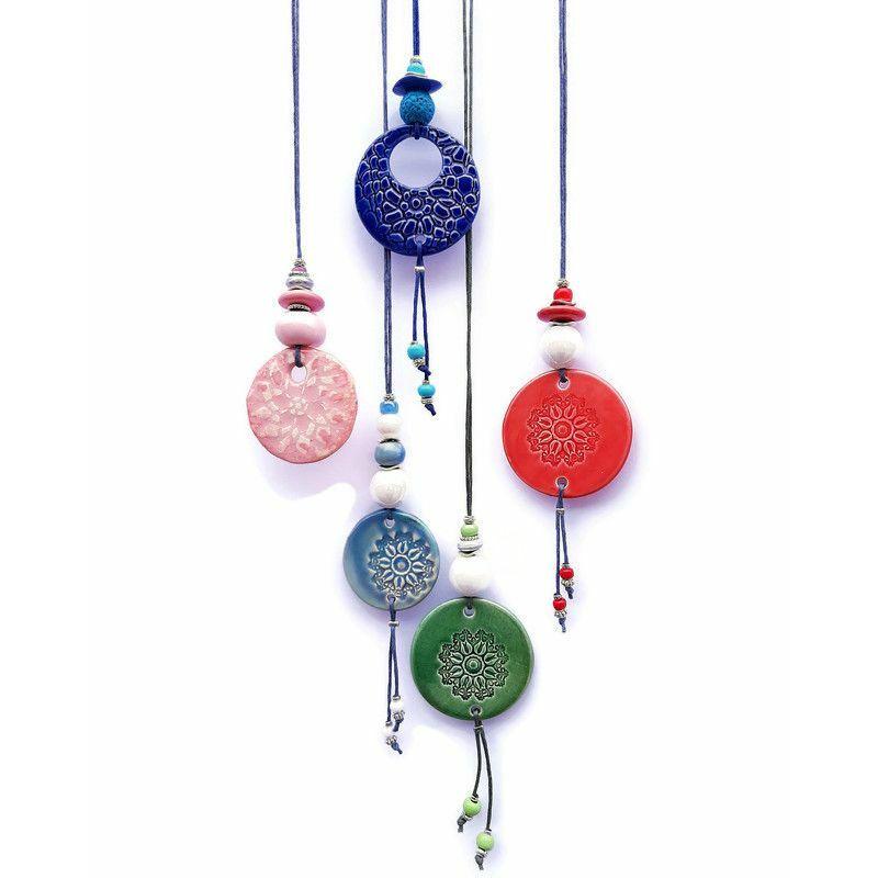 A minták színes varázsa: kerámia nyakláncok bohém lelkeknek