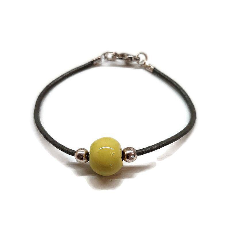 Kerámia bőrszálon karkötő: Zöldes sárga