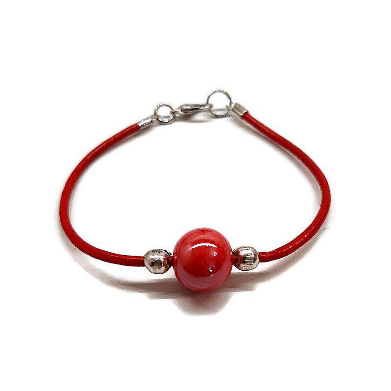 Kerámia bőrszálon karkötő: Piros