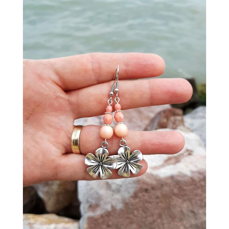 Virágos fülbevaló púder gyöngyökkel