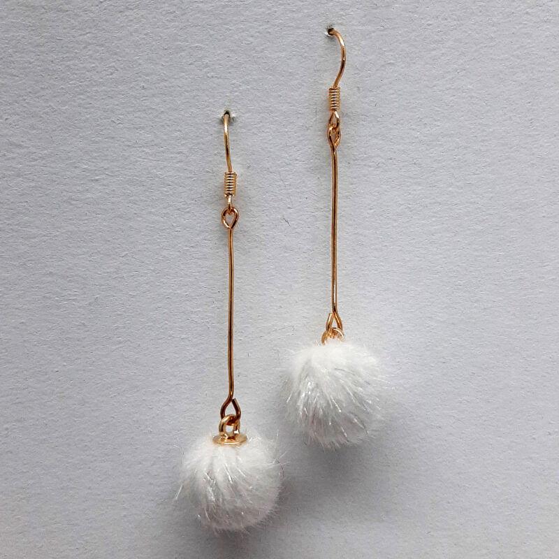 Pompon fülbevaló fehér