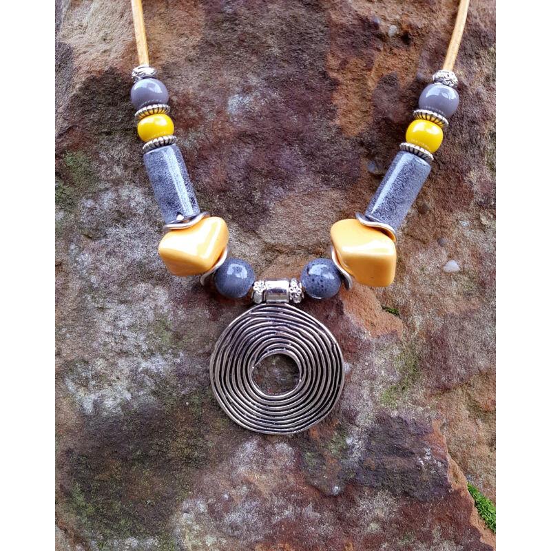 Rövid nyakláncok, amik kiemelik a szépséged: sárga