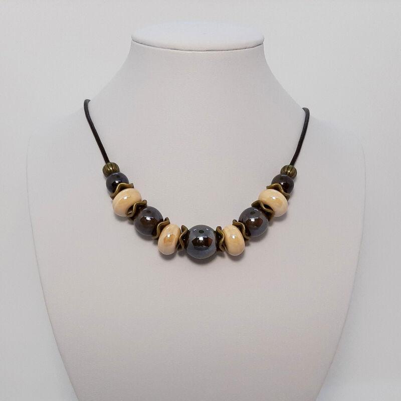 Rövid nyakláncok, amik kiemelik a szépséged: barna