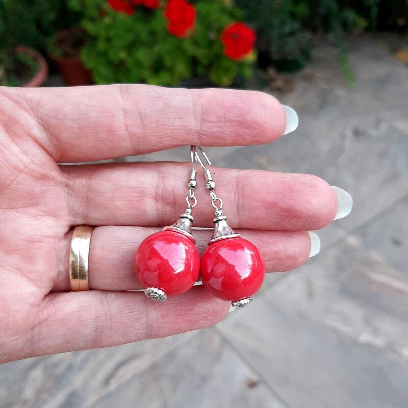 Piros kerámia gömb fülbevaló