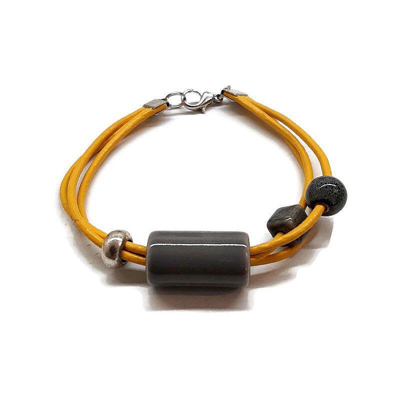 A hármas kerámia karkötő: Szürke sárgával